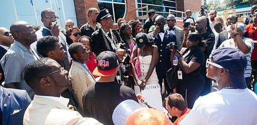 Protest_at_Ferguson_police_dept